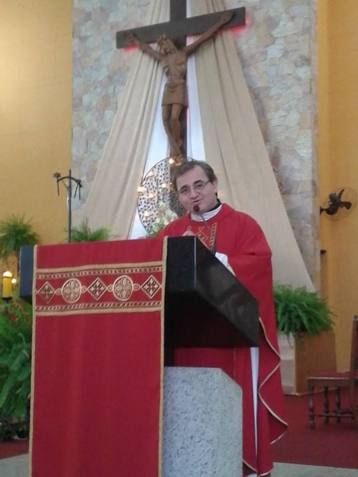 Diretor do Jornal O São Paulo, Pe. Miquelino Roberto, preside missa das 11 horas no Santuário Nossa Senhora da Salette